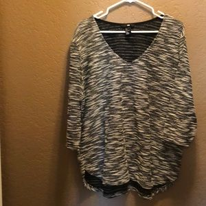 H&M Black and white  3/4 length sleeve blouse